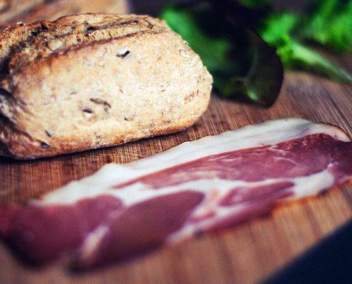 Meran Trattoria Gasthaus günstig Essen Speck Brot